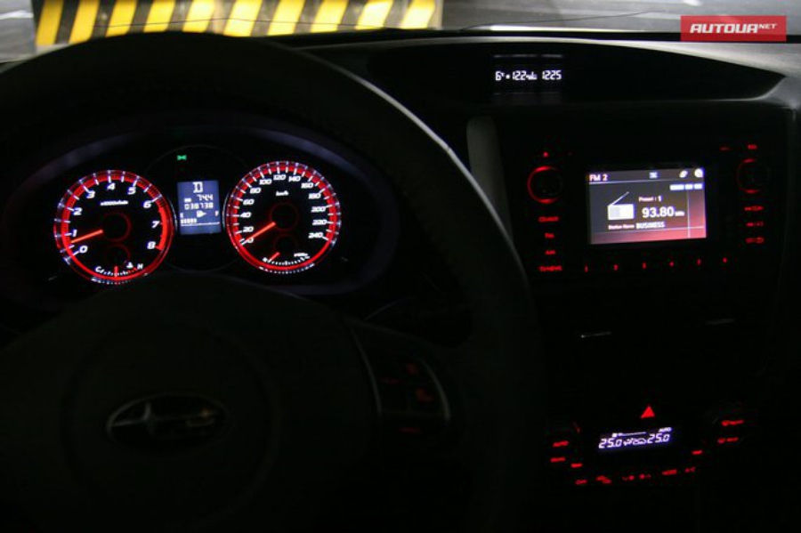 Тест-драйв Subaru Forester (Субару Форестер) интерьер подсветка