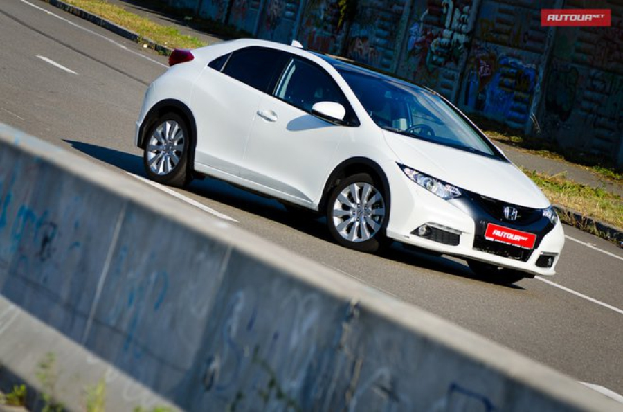 Тест-драйв Honda Civic хетчбэк 2012 вид спереди три четверти