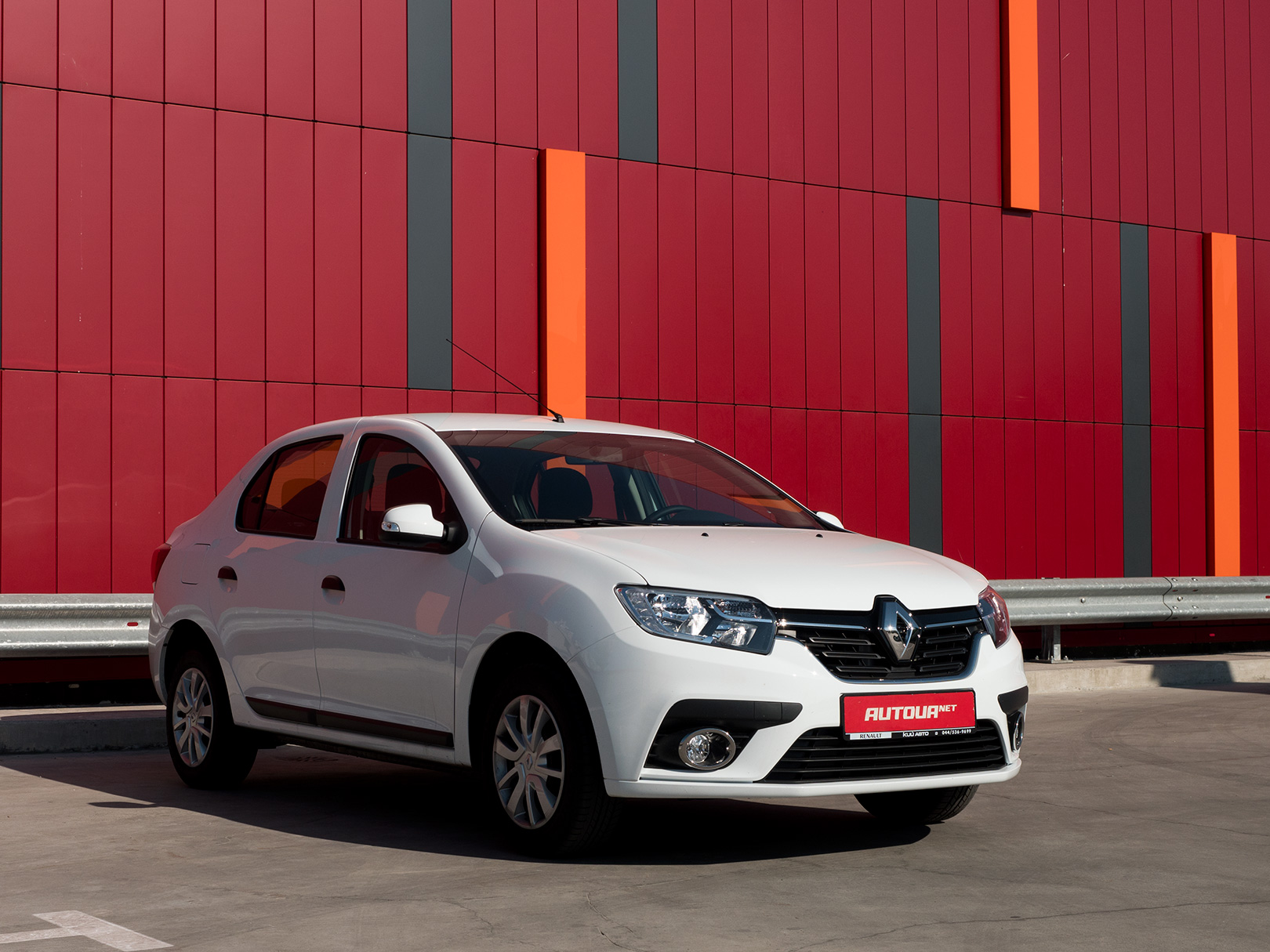 Тест-драйв Renault Logan 2018: бензин, три цилиндра и «механика»